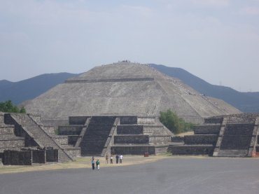 The Pyramid of the Sun is located along Calle de los Muertos (the Avenue of the Dead), at Teotihuacan outside Mexico City.