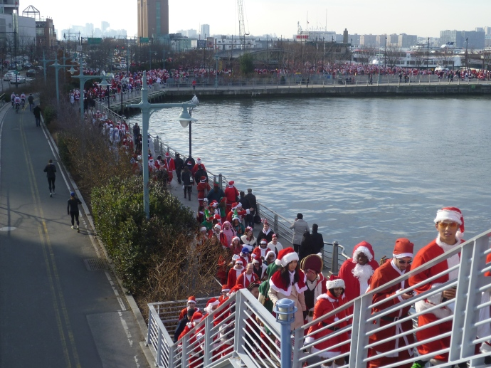 Santas heading from the initial location to the pedestrian overpass to cross 12th Avenue.