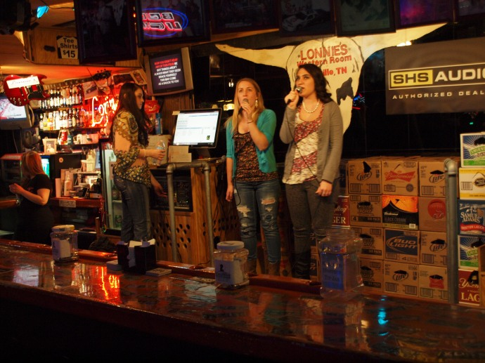 Karaoke singers in Lonnie's.