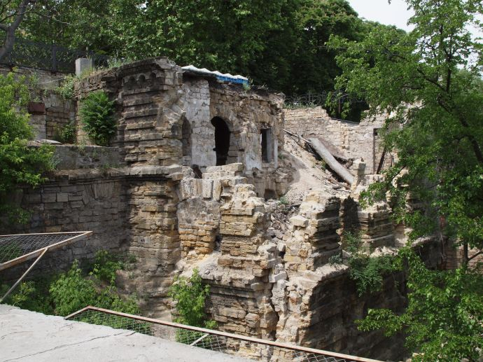 Ancient-looking ruins to the side of the Potemkin Stairs.