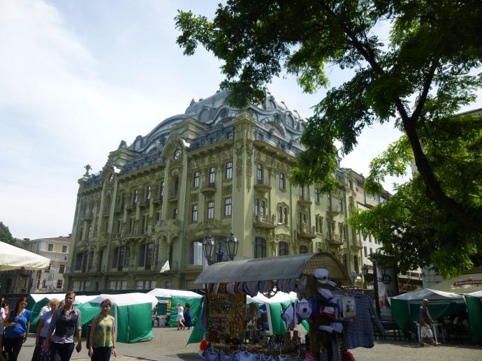 A building whose look I really liked, near Deribasovskaya Street.