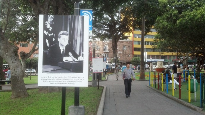 Part of the photographic exhibition that was on display in Parque John F. Kennedy at the time of my visit.