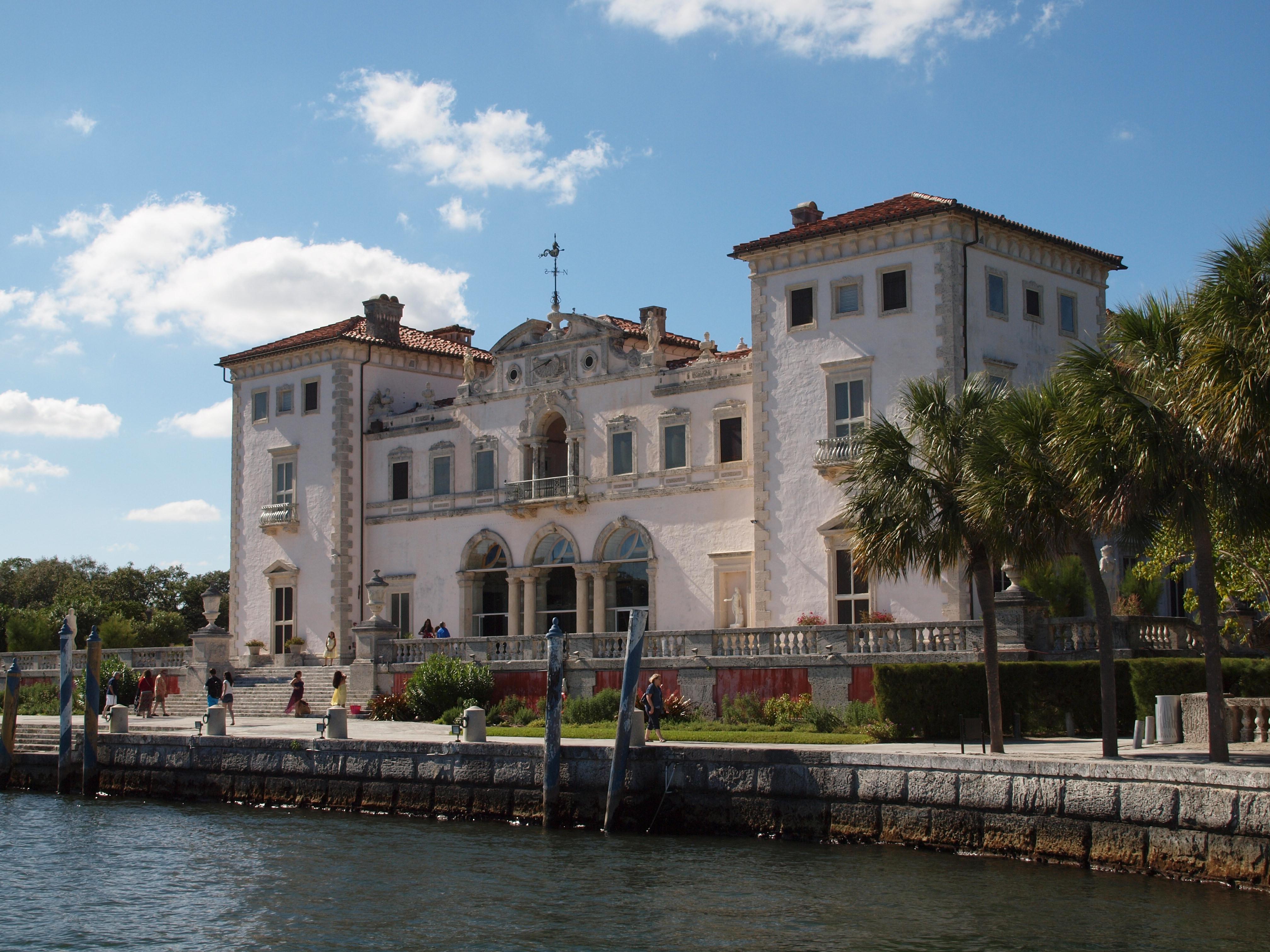 H bomb s friday photo week 41 a mediterranean villa in for Villas mediterranean