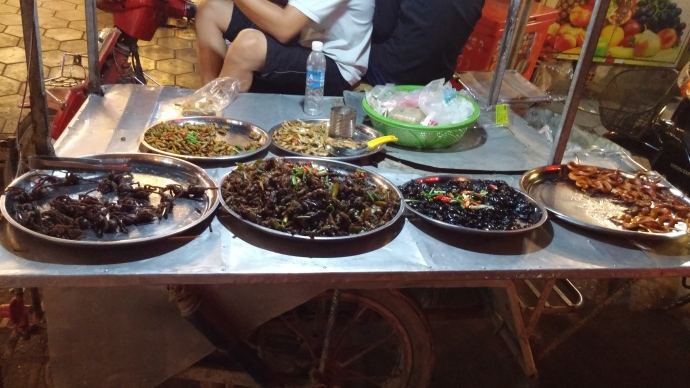 I passed up the chance to patronize cart on Pub Street whose offerings included tarantulas on the left and fried snakes on the right.