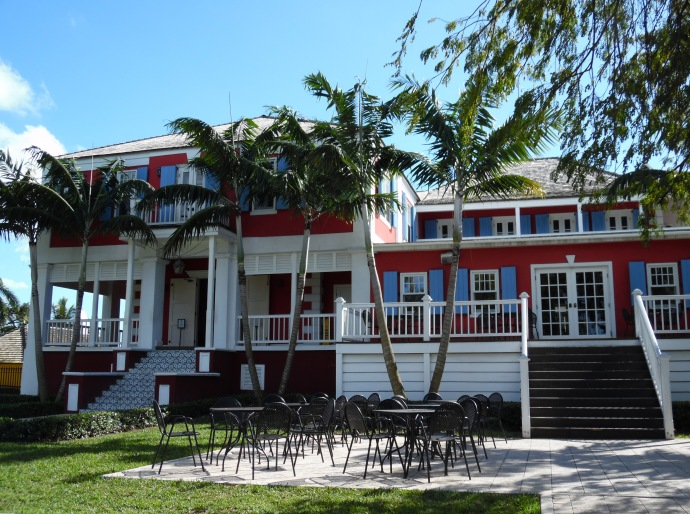 The main building of the Buena Vista estate houses a bar in which you can taste John Watling's Rum.