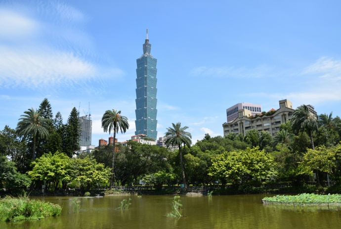 The Chinese gardens and pond nearby to the Sun Yat-sen Memorial.