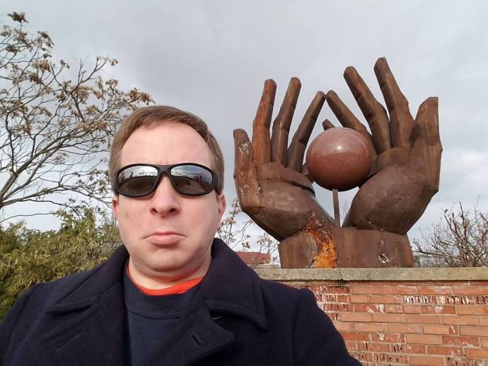 Selfie in front of a Cold War-era sculpture in Memento Park.